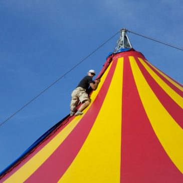 CIRCUS TENT BUILD – Old School Circus Rigging